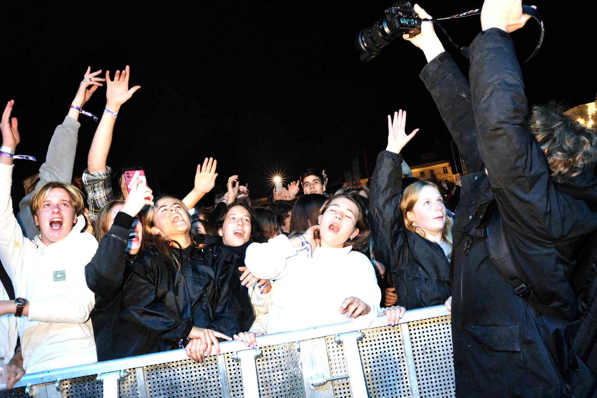 Gentse studenten gaan uit hun dak wanneer Regi verschijnt op het podium